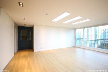 화이트,모던 글로시한 느낌보다는 무광의 매트한느낌의 컨셉 38평,아파트,화이트,매트,분당,내츄럴