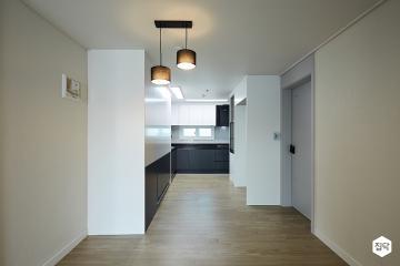 넓은 수납 공간이 돋보이는 34평 블랙&화이트 아파트 인테리어 34평,블랙&화이트,모던,아파트,구리시,수납력강화,맞춤장설치,좁은집을넓게