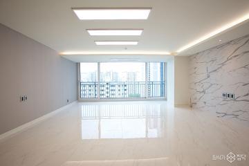 공간마다 컬러로 포인트를 준 60평 모던&클래식 아파트 인테리어 60평,모던,화이트,아파트,역삼동