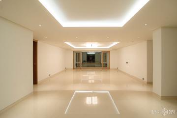 클래식한 자재로 모던한 느낌을 살린 120평 빌라 인테리어 120평,모던,베이지,빌라,서초구