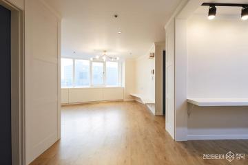 독특한 공간 구성이 돋보이는 27평 모던 아파트 인테리어 27평,모던,화이트,아파트,성남시