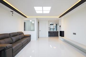 블랙&화이트로 감각적인 32평 인테리어 32평,모던,화이트,아파트,마포구,특별한조명,폴리싱타일,합리적인,집값오르는인테리어