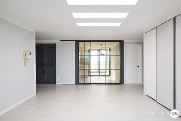 비밀의 공간으로 안내하는 특별한 문 43평,미니멀,그레이,아파트,용인시